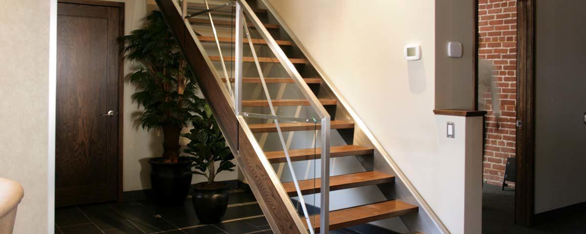 Что выбрать: готовую лестницу или лестницу под заказ?