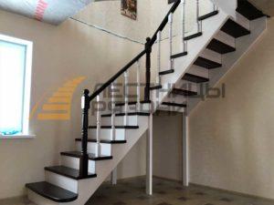 Как украсить лестницу из дерева? Какие бывают варианты модификаций декора для лестниц?